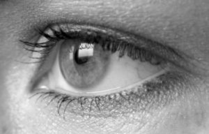 black-and-white-female-eye-vector_2362785 fra freepic